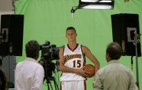 Andris Biedriņš debitē NBA