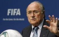 Blaters negaidīti atkāpjas no FIFA prezidenta amata