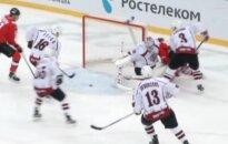 Rīgas 'Dinamo' Novokuzņeckā pēdējā trešdaļā gūst trīs vārtus un pārtrauc divu zaudējumu sēriju