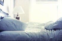 Puķaina, vienkrāsaina un strīpaina. Ko par personību liecina gultas veļas izvēle?