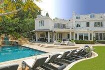 Šikā māja ar ūdenskritumu, ko pārdod Robijs Viljamss