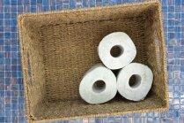 Gaumīgas idejas, kā uzglabāt tualetes papīra ruļļus