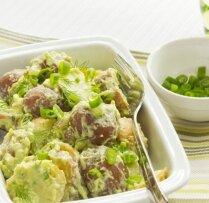 Kartupeļu salāti ar krēmīgu avokado mērci