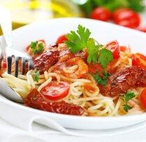 Makaronu un tomātu salāti