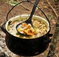 Zupas un citi gardumi, ko talkotājiem pagatavot svaigā gaisā