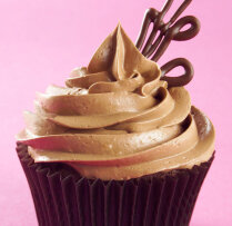 Kakao kapkeiki ar šokolādes sviesta glazūru
