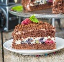 Kakao biskvīta torte ar putukrējumu