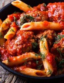 Konservētu tomātu bundžiņa – nevaļīgu mājsaimnieču glābiņš: 14 'fiksās' receptes