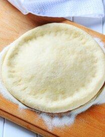 Picas mīkla no kefīra