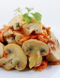Šampinjonu salāti korejiešu gaumē