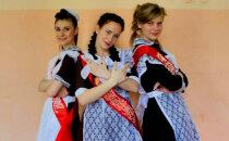 Krāšņi foto: Skolēni Krievijā atzīmē pēdējo zvanu