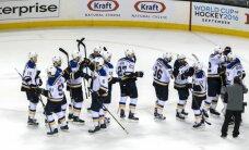 'Blues' pieveic 'Sharks' un panāk izlīdzinājumu NHL Rietumu konferences finālsērijā