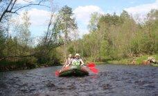 Testējam Latvijas upes: straujā Brasla. Cik viegli to izbraukt šovasar?
