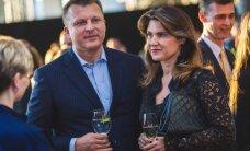 Foto: Latvijas bagātnieki novērtē jaunu 'Mersedesu'