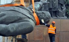 ФОТО: В Запорожье снесли самый большой на Украине памятник Ленину