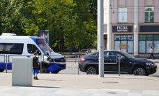 Pie Gaismas pils saskrienas 'mikriņš' un BMW X6