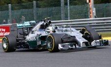 Hamiltons ar Rosbergu ātrākie arī trešajā ASV GP treniņā