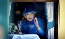 Foto: Kā Elizabete II un viņas pavalstnieki atzīmēja karalienes 'rekorda' dienu