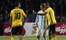 Jamaikas izlases futbolists laukumā uzņem ar selfiju ar Mesi