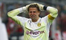 Video: 'Borussia' vārtsargs nejauši nokautē savu pussargu