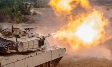 ФОТО: Учения Saber Strike в Латвии начались с танковых стрельб