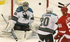 'Red Wings' turpina uzvarēt un izlīdzina rezultātu sērijā pret 'Sharks'