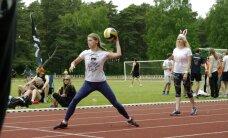 Foto: Virves vilkšana, futbols un florbols – Salacgrīvā sākas LU studentu sporta spēles