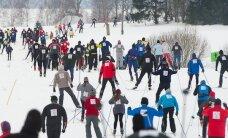 Fotoreportāža: simtiem entuziastu slēpo apkārt Alaukstam
