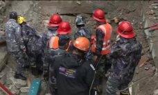 Sešas dienas pēc Nepālas zemestrīces no gruvešiem izvelk dzīvu pusaudzi