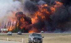 Foto: Kanādas masīvie ugunsgrēki turpina plesties plašumā