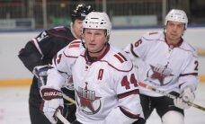 KHL Leģendu spēlē Baldera vadītā komanda zaudē Fetisova komandai