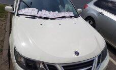 Foto: Iespējams, soda kvītīm bagātākā automašīna Rīgā