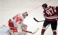 Latvijas hokeja izlase uzvar Beresņeva atgriešanās spēlē