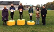 Foto: Jaunajā Saldus sporta stadionā aizvadītas pirmās vieglatlētikas sacensības