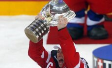 Pasaules hokeja čempionātā astoņas spēcīgās izlases sāk cīņu par trofeju