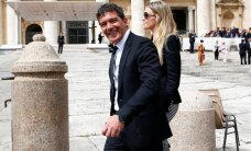 ФОТО: Антонио Бандерасу захотелось фотографию с Папой Римским