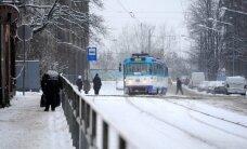 Rīgā samazinājies sabiedriskā transporta kavējumu ilgums