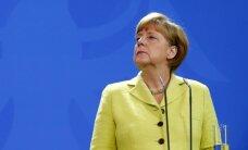 Poļu medijs Merkeli salīdzina ar Hitleru; ES liberāldemokrātu līderis nikns
