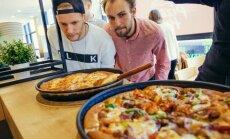 'Pizza Hut' ir vaļā: Vieta, kur iemīlēties un pēc tam uzēst