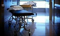 ASV vīrietis vairāk nekā diennakti auto vizina mirušu draudzeni