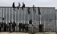 Par nelegālu robežas šķērsošanu maijā ASV aizturēti 51 912 cilvēki