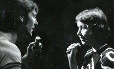 Vēsturiski foto: Ieva Akuratere un Juris Bartkevičs leģendārajā rokoperā 'Ei, jūs tur'