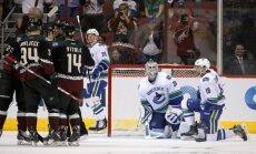 'Canucks' bez Ķēniņa sastāvā uzvar 'Sharks' hokejistus