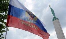 Promaskaviskie protestētāji Rīgā sarīko improvizētu 'Krievu maršu'