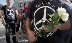 Foto: Pasaulē piemin pirms gada notriektās 'Malaysia Airlines' lidmašīnas upurus