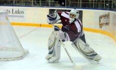 Latvijas hokeja izlasei treniņos pievienojas Jučers