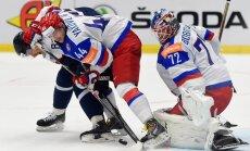 Krievijas hokejisti aizraujošā cīņā pagarinājumā pieveic Slovākiju
