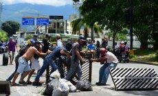 Venecuēlas armijas bāzei uzbrukuši 'teroristi', paziņo Maduro sabiedrotie