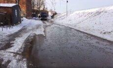 Jēkabpilī sāk applūst Pļaviņu iela; brīdina par bīstami augstu ūdens līmeni pie pilsētas (plkst. 19.28)