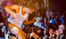 Karsti foto: Rīdzinieces izklaidē pašmāju striptīzdejotāji